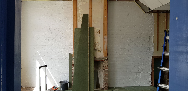 De muren hebben een mooie textuur die behouden zal blijven. Wel moet er eerst een laag witte saus overheen.