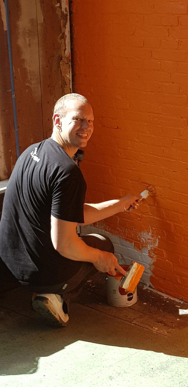 Om het met muurverf vervolgens Azaqua oranje te kunnen maken.
